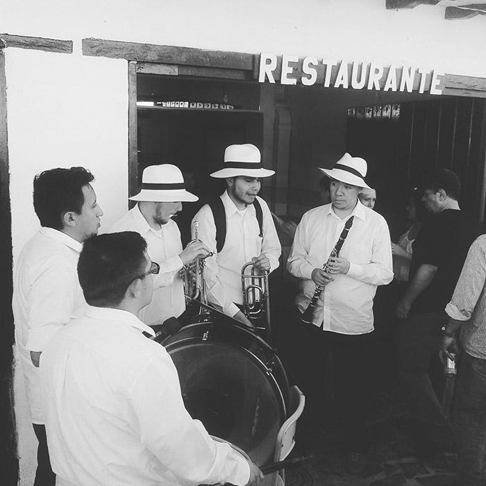 Foto dalla Colombia, sud America, musicisti a Villa de Leyva