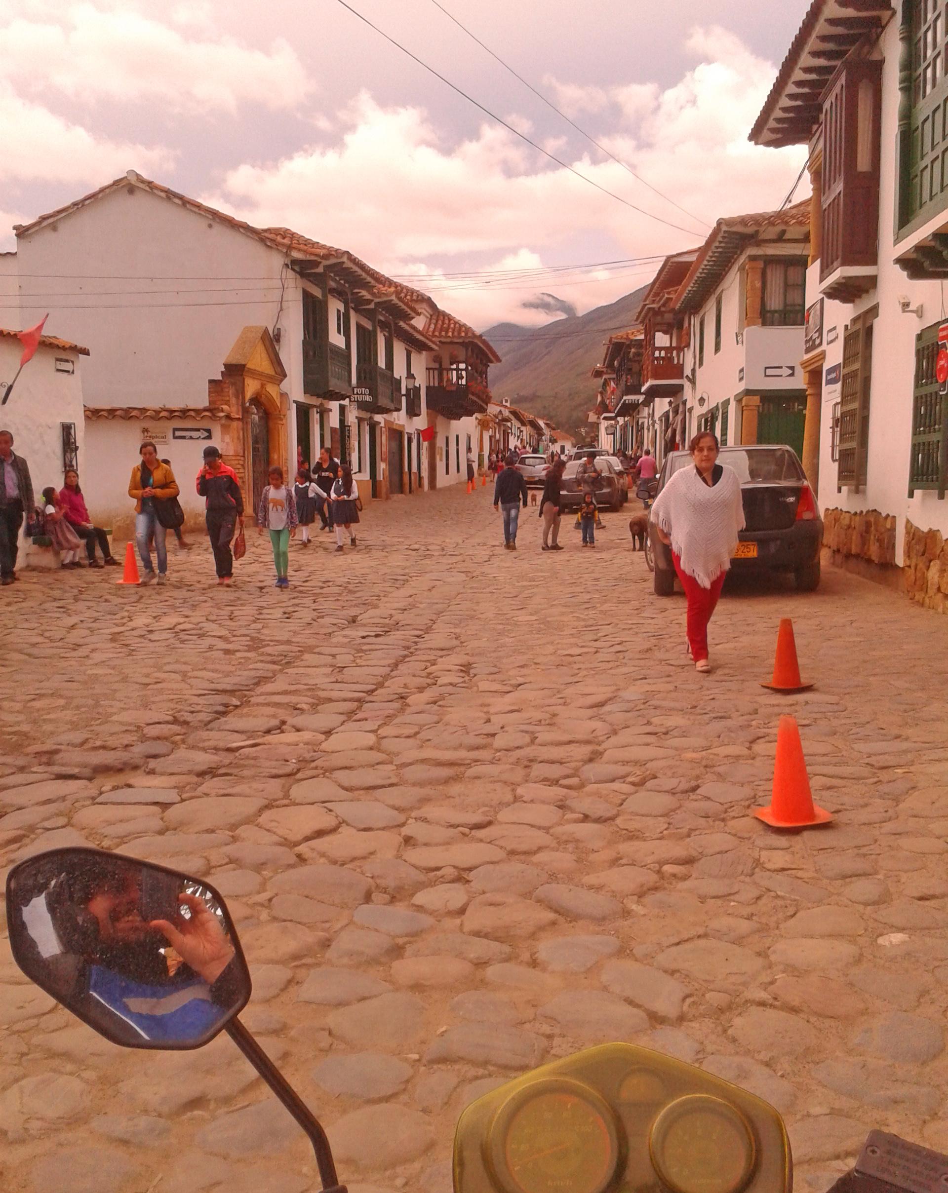arrivo a villa de leyva colombia viaggio in moto.jpg