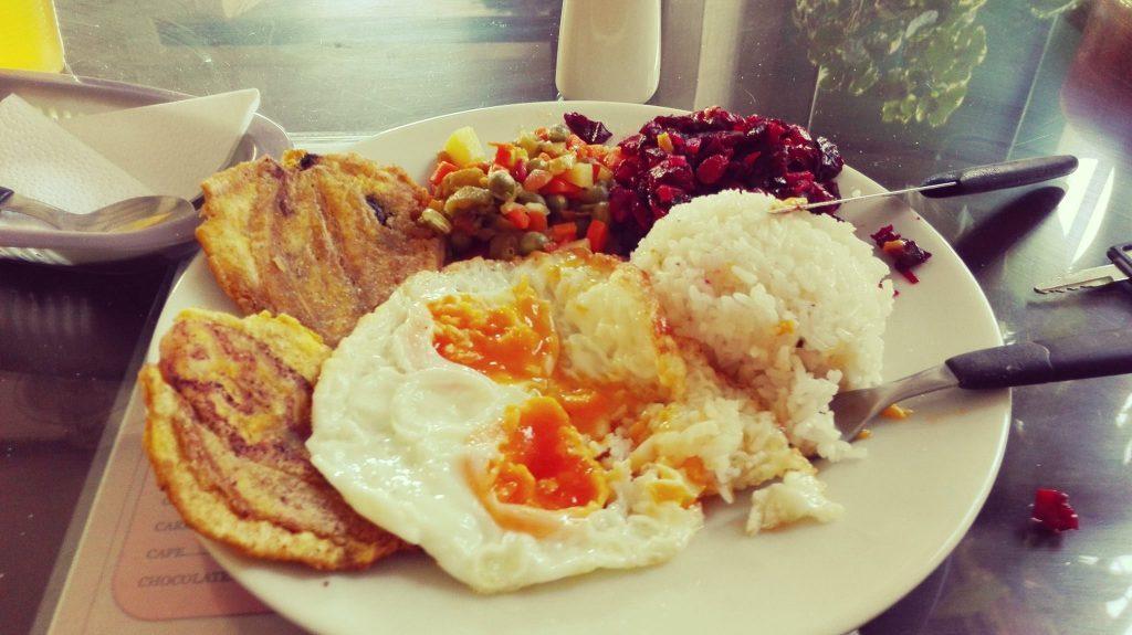 """Cibo e ristorazione in Colombia, ecco un """"almuerzo ejecutivo"""" o """"corriente"""""""