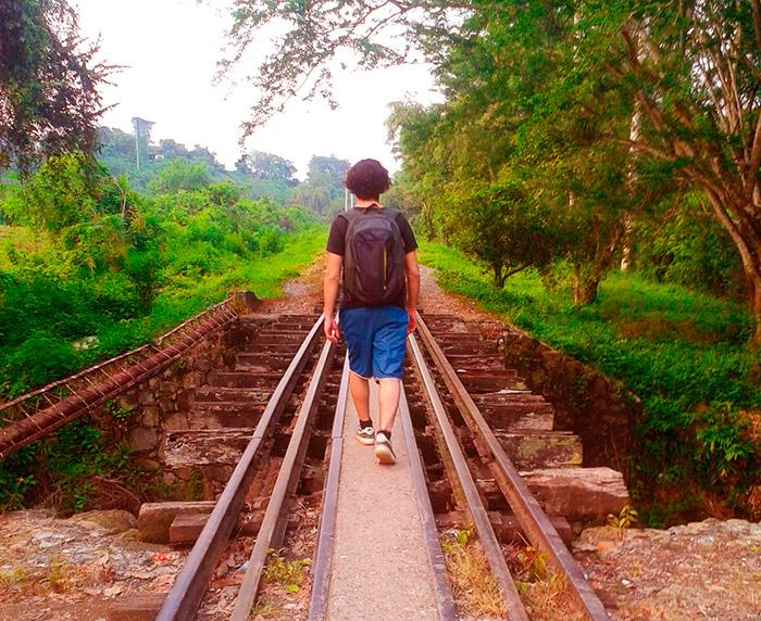 camminare sulla ferrovia