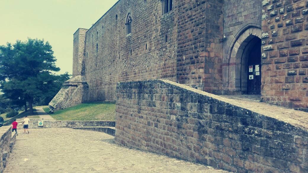 veduta del castello di lagopesole