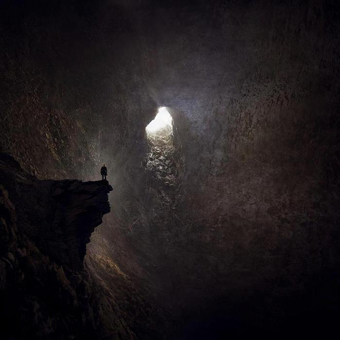 caverna luce ed oscurità