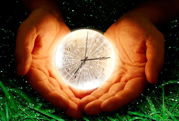 orologio tra due mani