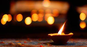 candela che brucia, simbolo della presenza
