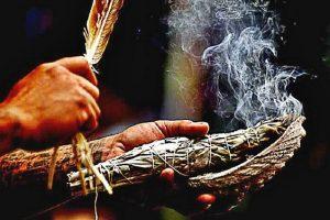 Fumigazioni con incenso naturale - Energie negative in casa ...
