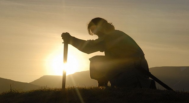 guerriero in inocchio con la sua spada