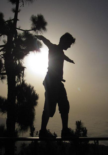 camminare in bilico col sole dietro